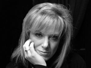 """Recensione Libro.it intervista Lucia Chiarioni autrice del libro """"D'Amore non si muore"""""""