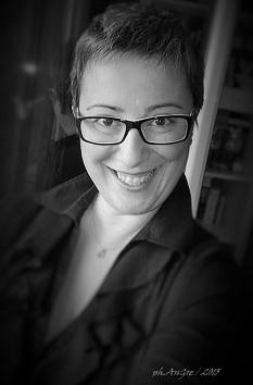 "Recensione Libro.it intervista Angela Greco autrice del libro ""Attraversandomi"""
